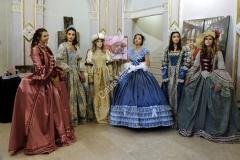 abiti vestiti costumi storici teatro (8)